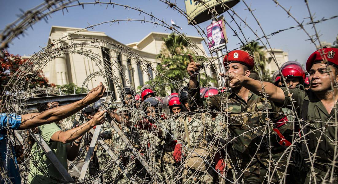 """مصر.. محاكمة عسكرية لـ33 """"إخوانياً"""" لاتهامهم بتفجير شبكة الكهرباء والسكك الحديدية"""