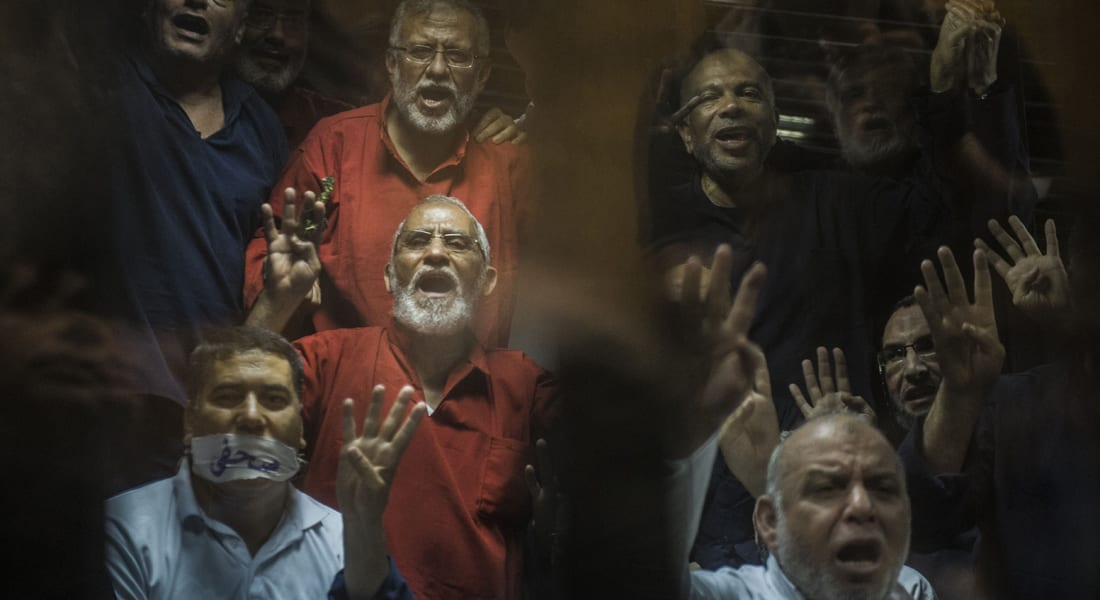 """مصر.. إلغاء معاقبة مرشد الإخوان بالمؤبد في قضة """"أحداث الإرشاد"""" وتنحية قاضي """"خلية أوسيم"""""""