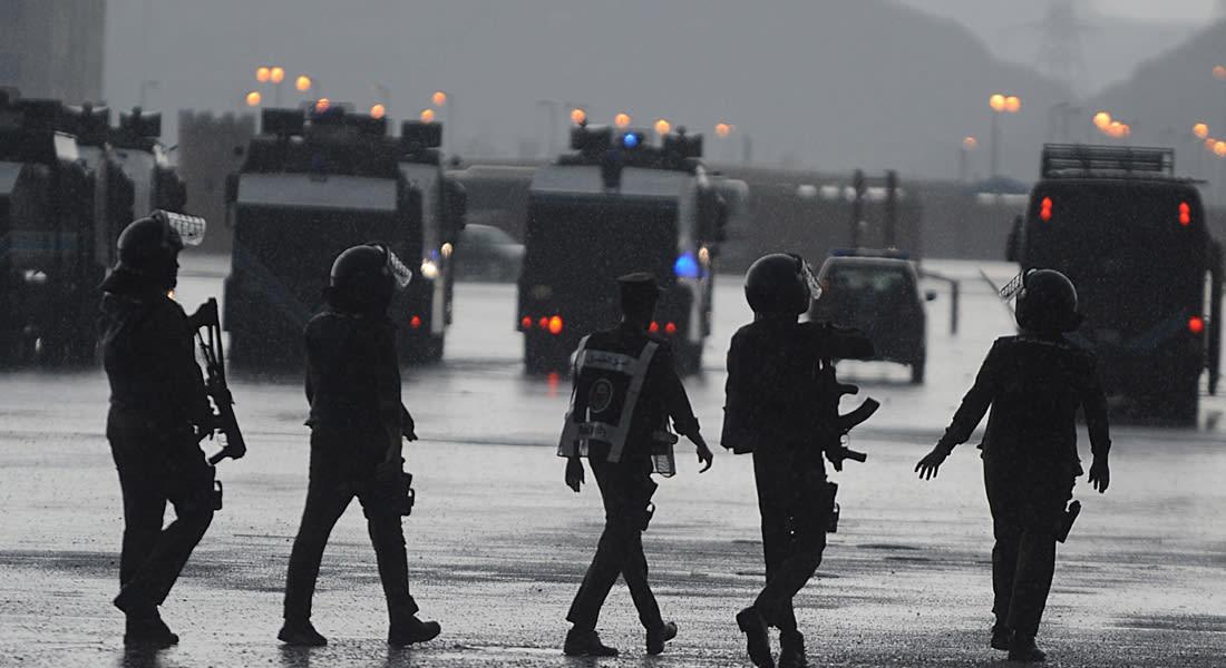 السعودية.. مسلحون يضرمون النار بحافلة لنقل عمال بالقطيف دون إصابات