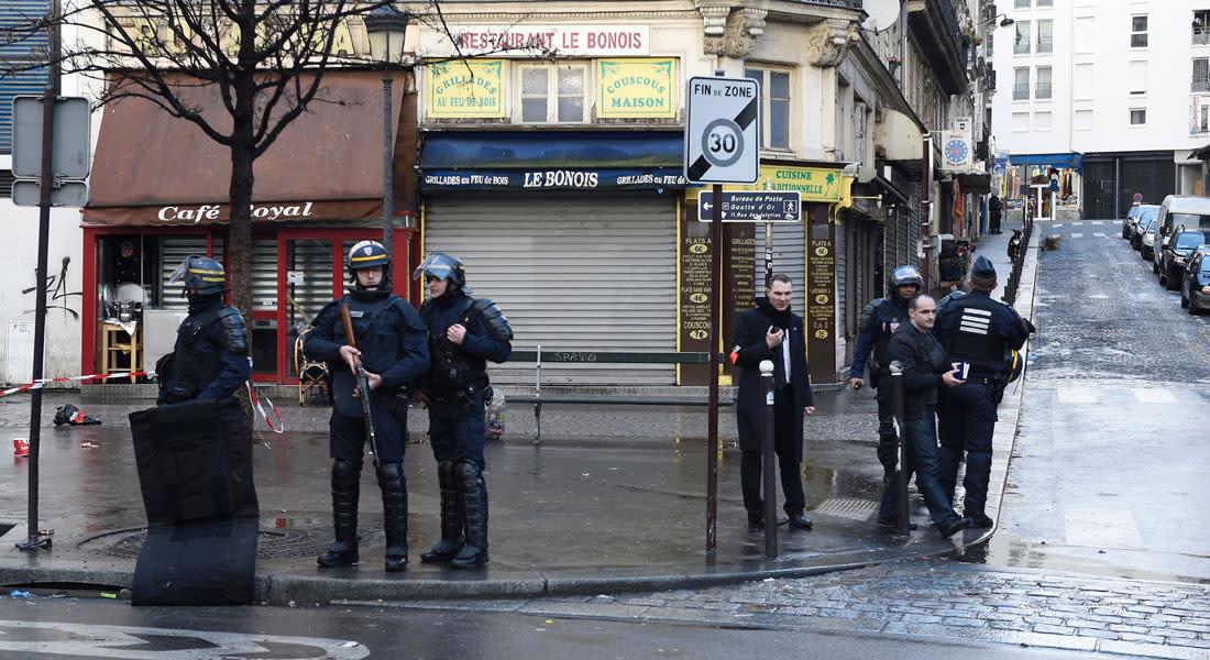 """الداخلية الفرنسية: مقتل شخص حاول مهاجمة مركز شرطة بسكين هاتفا """"الله أكبر"""""""