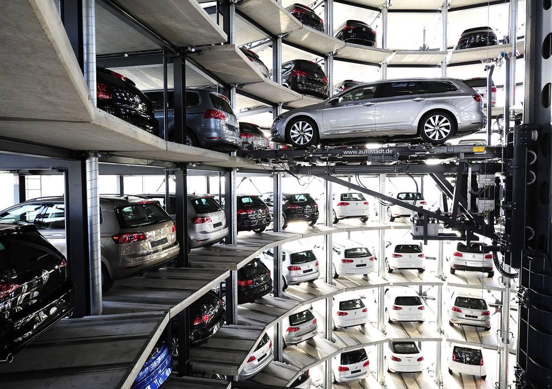 فولكسفاجن تقترب من إنشاء مصنع في الجزائر يتيح تركيب 100 ألف سيارة سنويًا