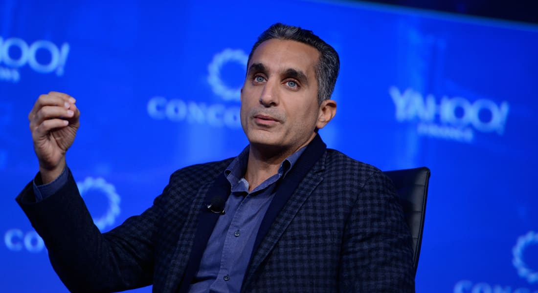 """باسم يوسف لخالد صلاح: """"يا ترى السيسي شبه مين؟ و لا نزل علينا من هارفارد برضة؟"""""""