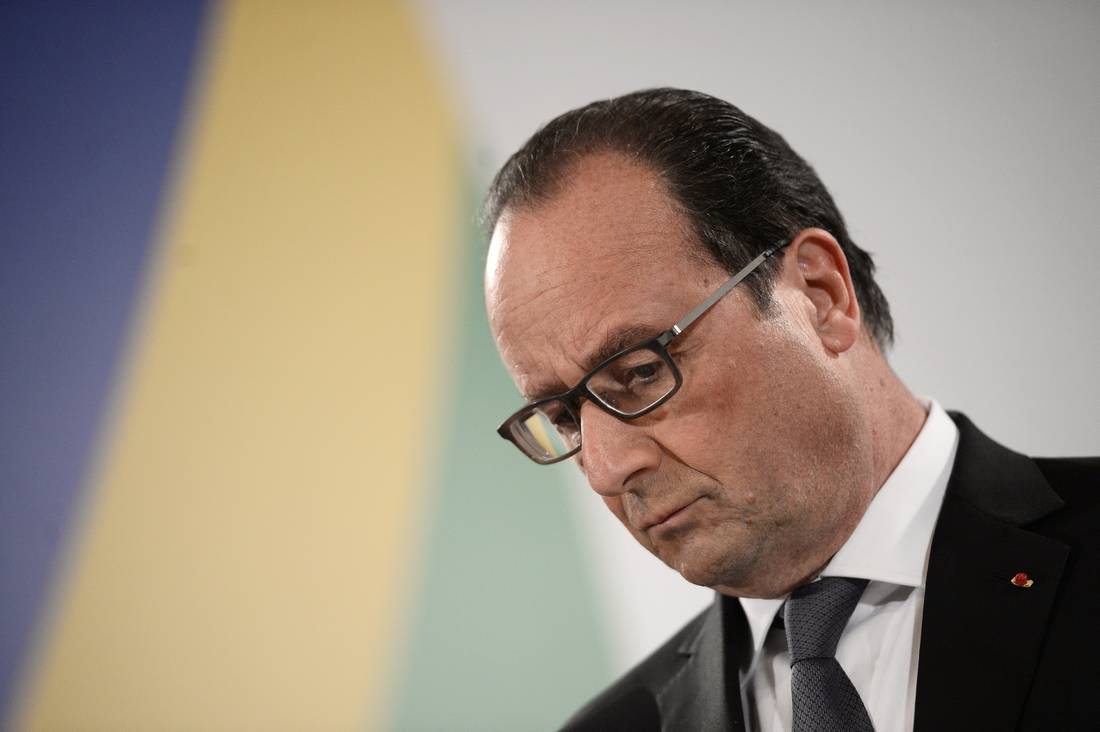 هولاند يُعلن حالة طوارئ اجتماعية بعدما بلغت البطالة في فرنسا مستوى قياسيًا