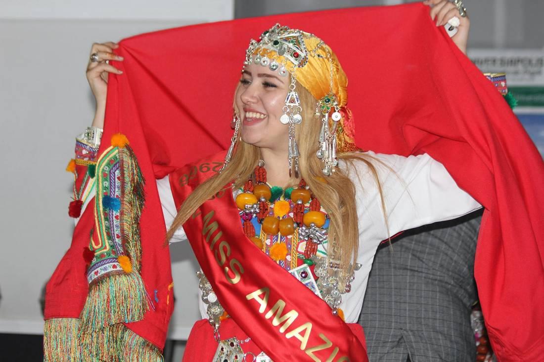 مدينة أكادير المغربية تختار ملكة جمال الأمازيغ برسم عام 2966