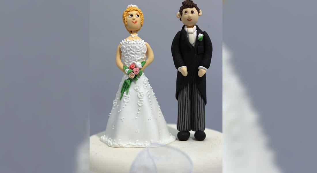 """هل ستنجبان طفلاً قريباً؟ 5 أسئلة من هذا الطراز """"مصدر إزعاج"""" لأي عروسين في حفلات الزفاف"""