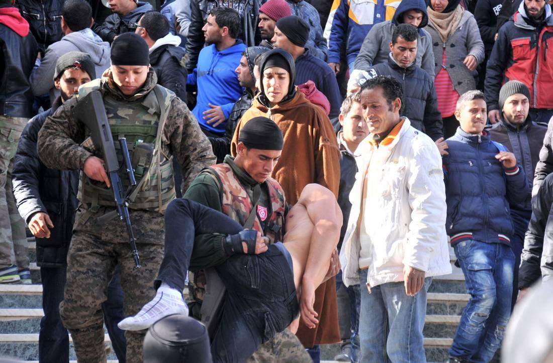 السبسي يتهم أيادٍ خفية بالدخول في الاحتجاجات.. ويَعد التونسيين بتجاوز الأزمة