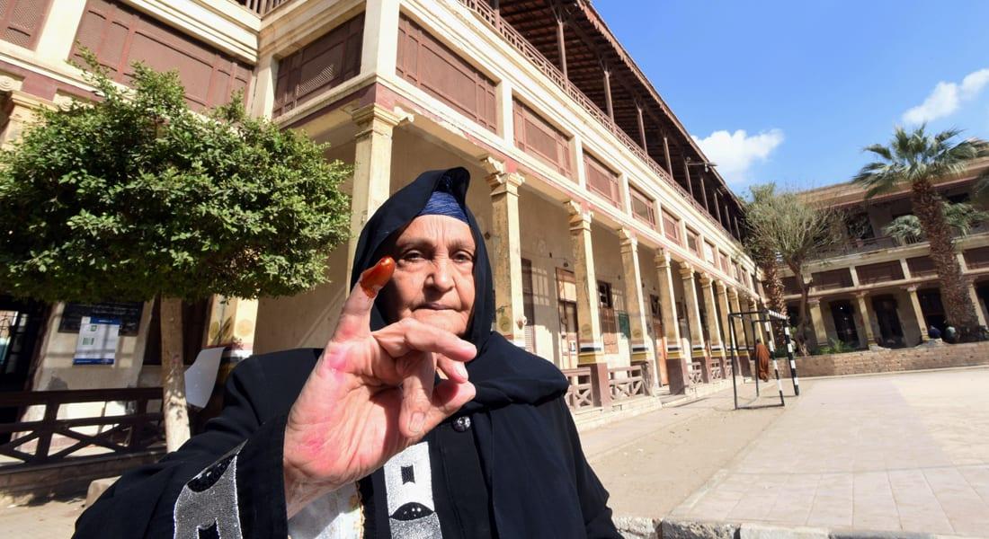 عمرو حمزاوي يكتب عن محاولة بناء وعي عام ينشد الديمقراطية بمصر عبر مقالات صحفية فقط!