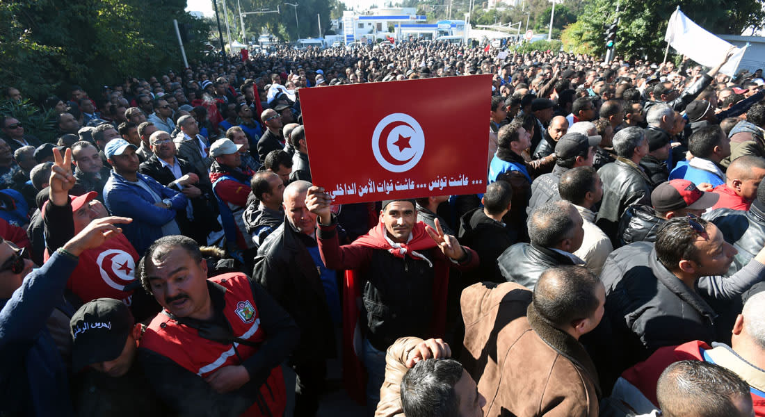 """رجال الأمن في تونس يخرجون بدورهم للاحتجاج بُغية """"تحسين أوضاعهم المعيشية"""""""