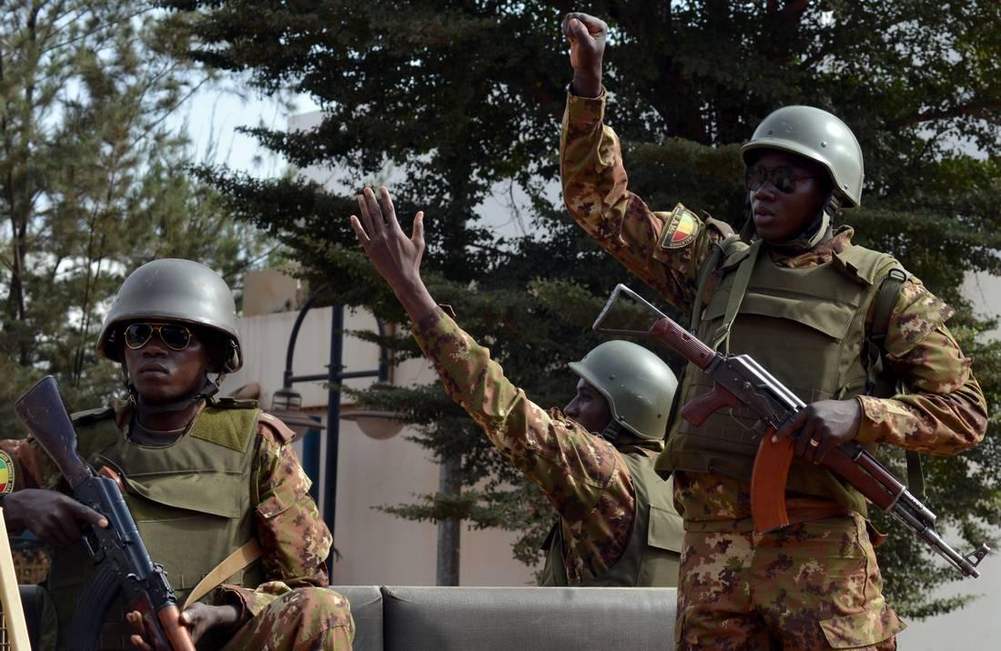 اهتمام فرنسا بالساحل الإفريقي.. حرب على الإرهاب أم تكثيف لوجودها الاقتصادي والعسكري؟