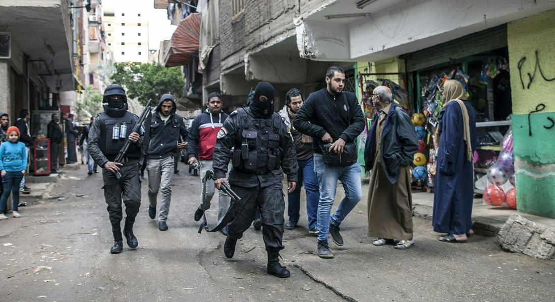 """عمرو حمزاوي يكتب عن حكم """"أماتَ"""" السياسة في مصر بمضامينها الحقيقية وأحلّ سطوة اليد القمعية"""