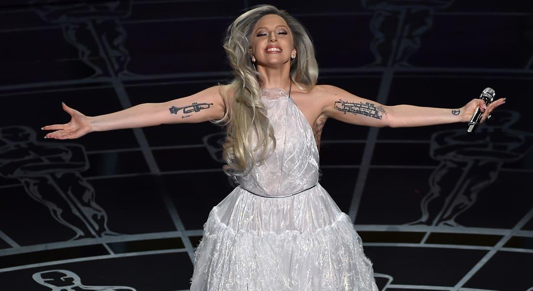 """غاغا تفتتح حفل """"سوبر بول 50"""" بالنشيد الوطني الأمريكي"""