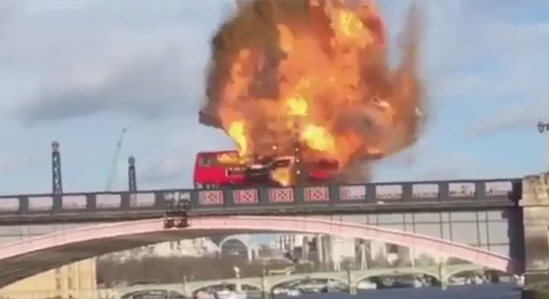 انفجار حافلة بطابقين لمشهد تمثيلي يزعج سكان لندن