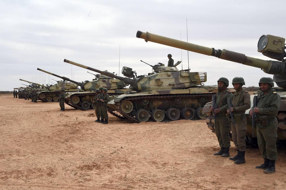 """تونس تقوّي وجودها العسكري والأمني على حدودها مع ليبيا بسبب """"داعش"""""""