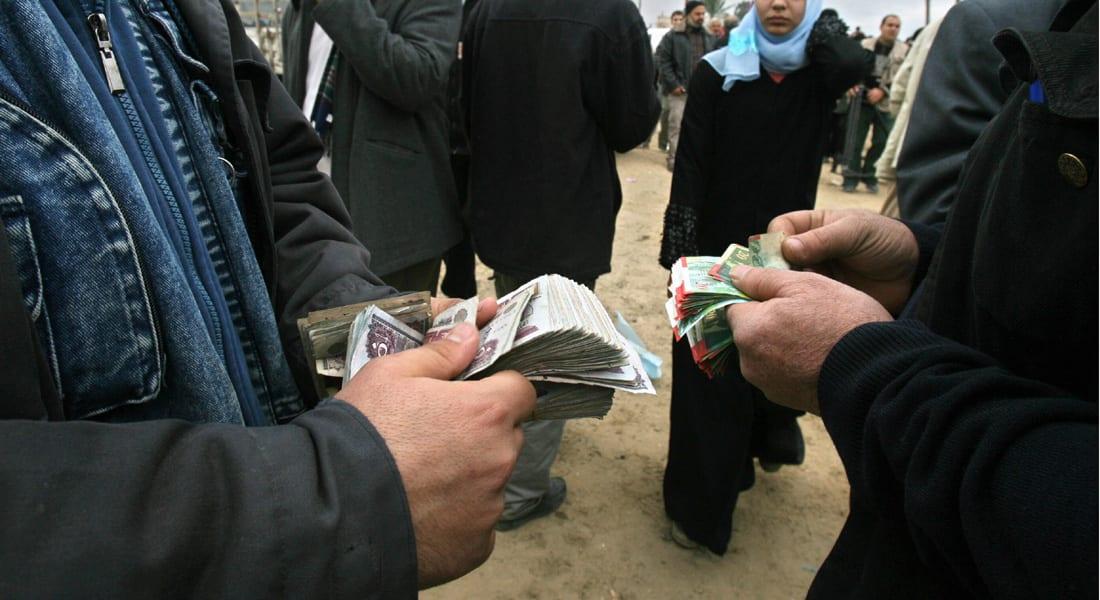 استمرار أزمة نقص الدولار في مصر.. ومحللون يتوقعون ارتفاع الأسعار
