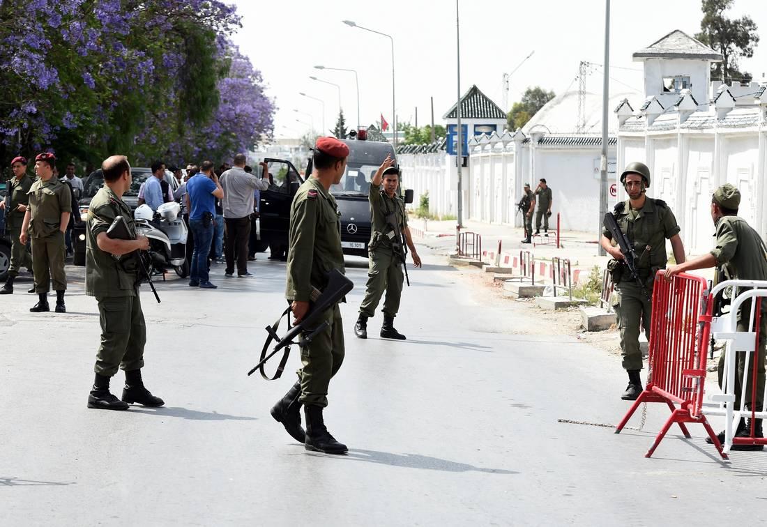 """مصرع خمسة """"إرهابيين"""" ومواطن وإصابة ضابط في مواجهات بين وحدات تونسية ومجموعة مسلحة"""