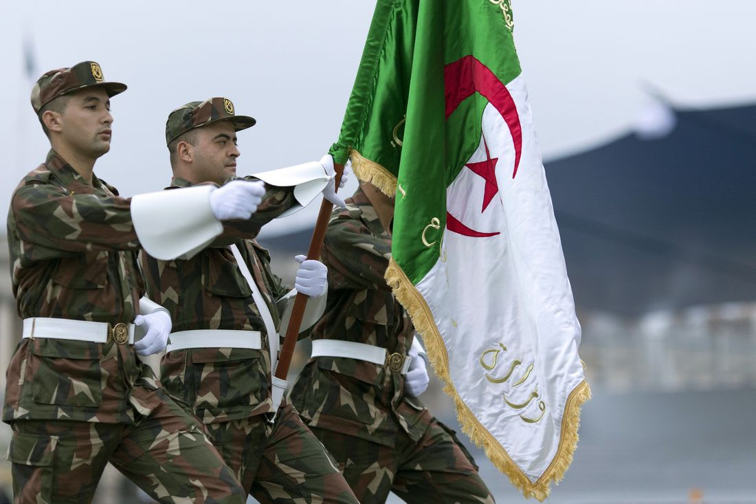 """الجزائر تعلن مقتل 3 """"إرهابيين"""" وحجز صواريخ قرب الحدود مع تونس"""