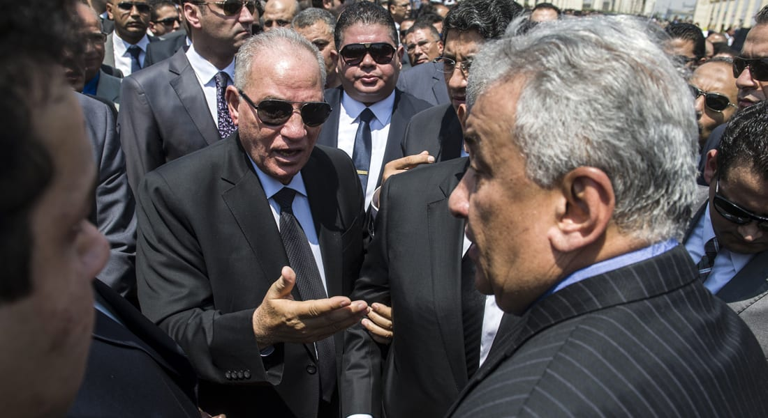 مصطفى كامل السيد يكتب: لماذا لا يملك كبار المسئولين في مصر القدرة على الإقناع أو الحديث بلغة عربية؟