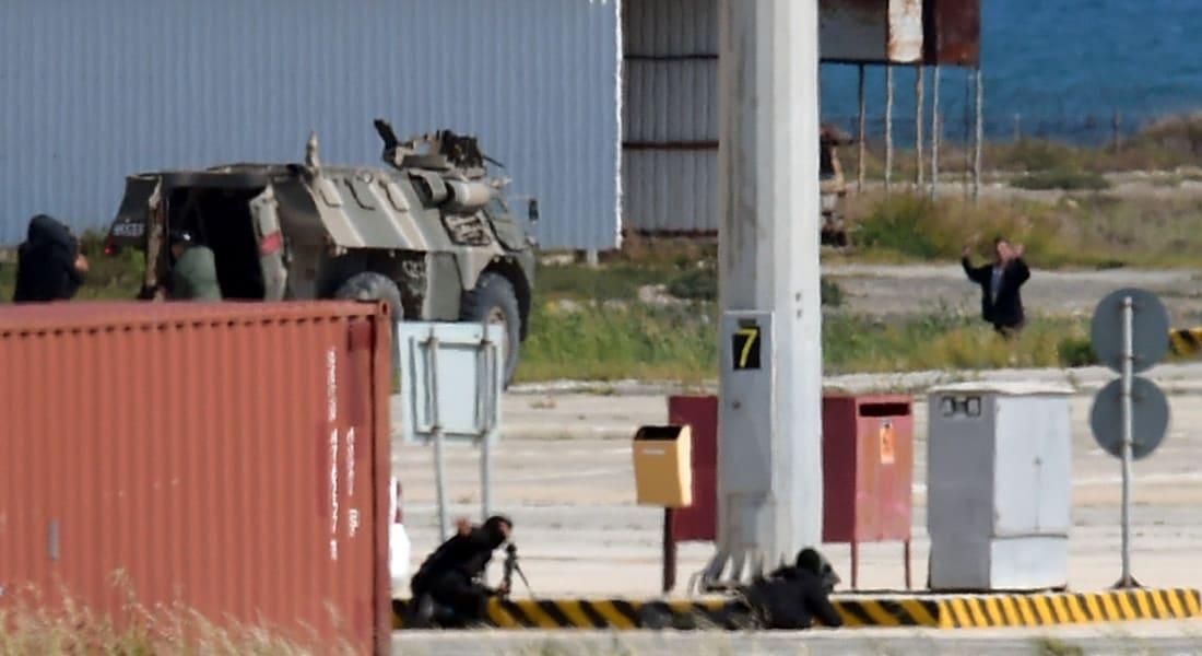 تداول صورة منسوبة لمختطف الطائرة.. ومسؤول قبرصي يوضح لـCNN استمر بتغيير مطالبه ولا متفجرات بحوزته