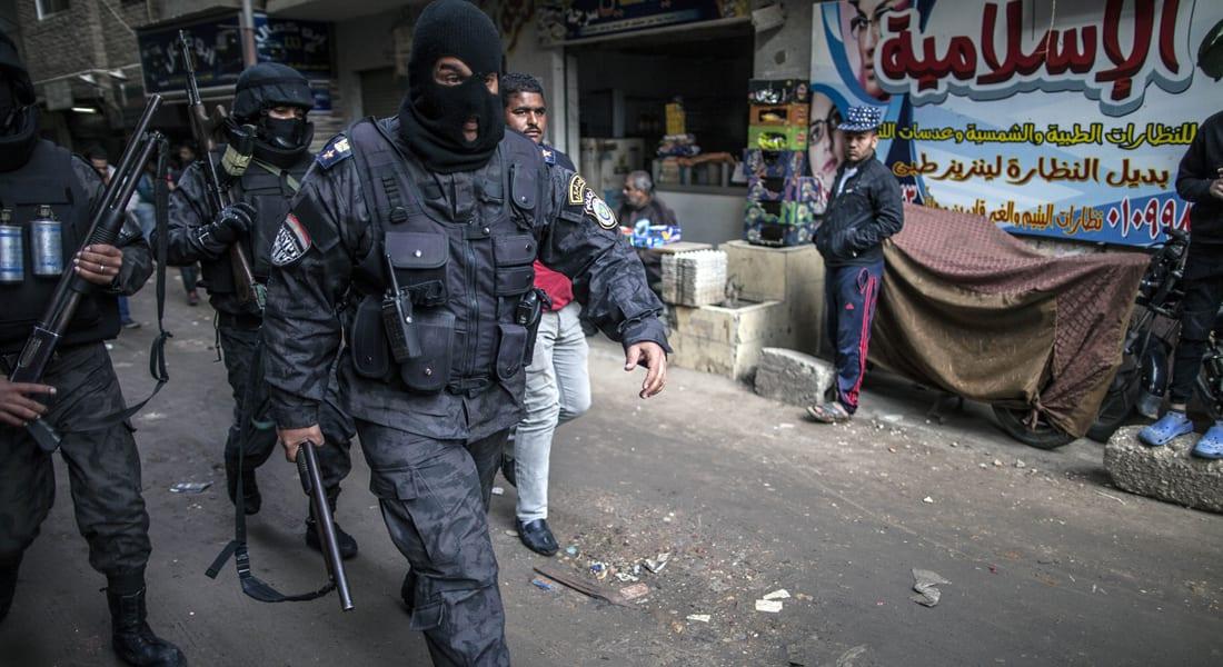 """عمرو حمزاوي يكتب عن """"الإمعان في إماتة السياسة """" بمصر: قمع ومزيد من تغول السلطة التنفيذية"""