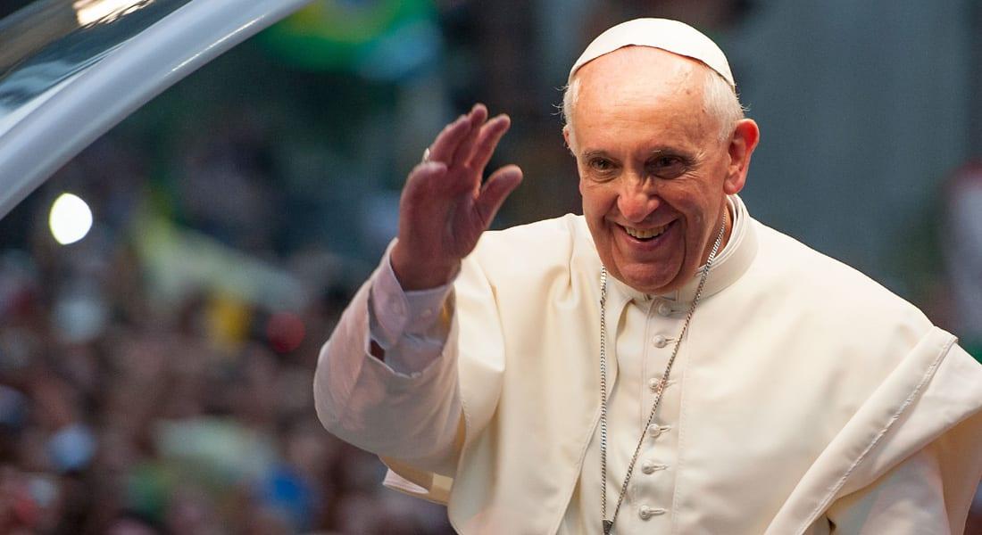 البابا فرانسيس يحض القساوسة حول العالم على قبول أكبر للمثليين