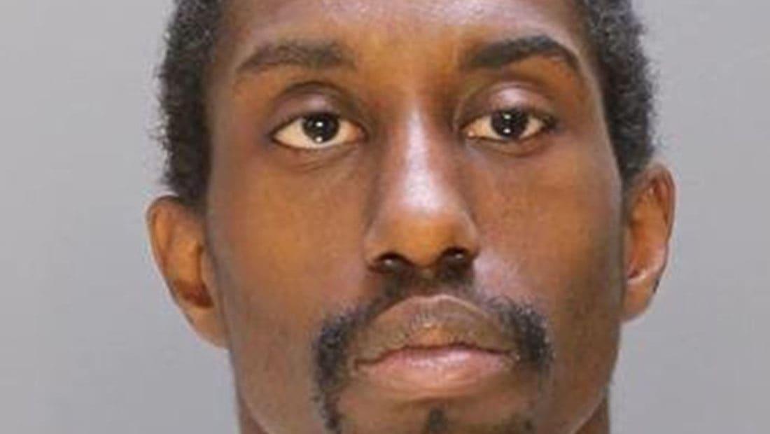 أب أمريكي يقتل طفلته بالخطأ.. ويمسح الدماء بشقيقتها ملقيا بالتهمة عليها
