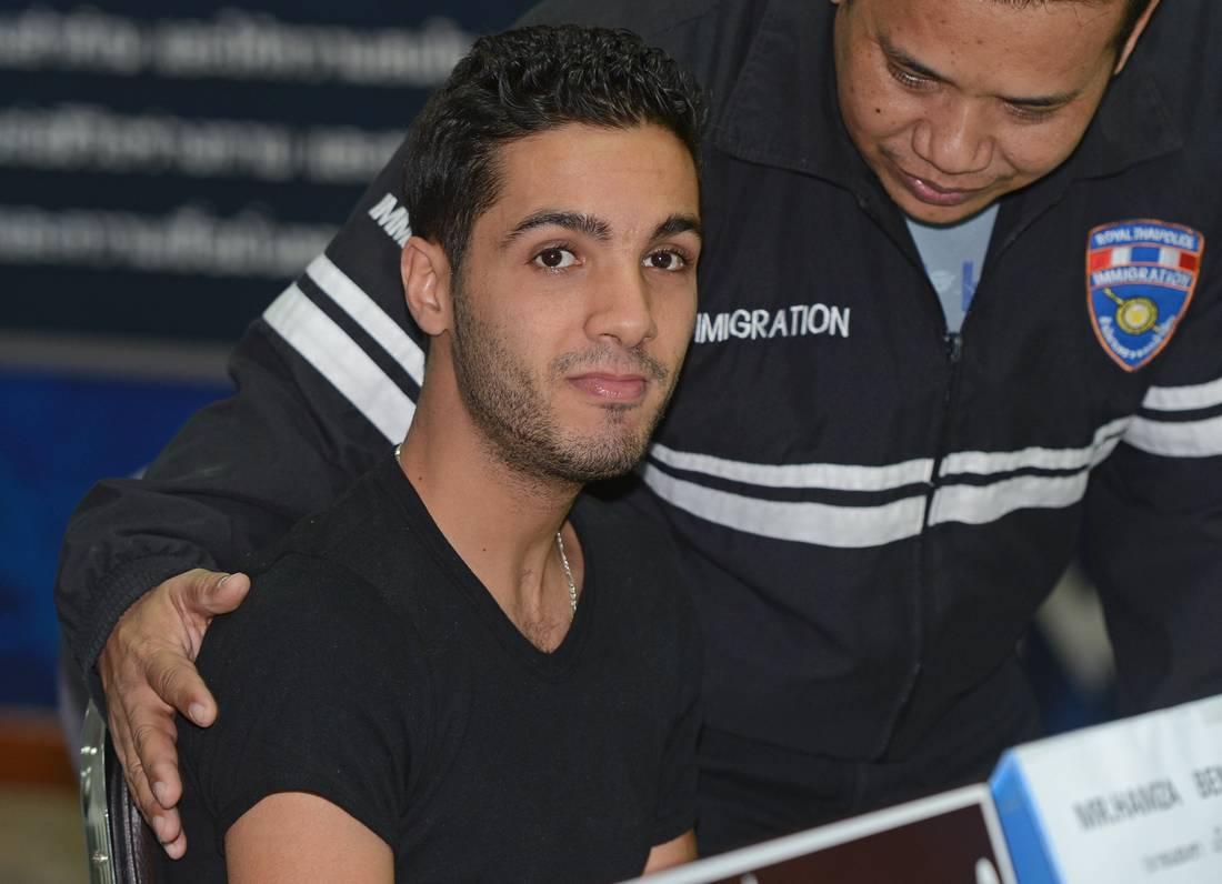 محكمة أمريكية تعاقب الهاكر الجزائري حمزة بن دلاج بـ15 عامًا حبسًا
