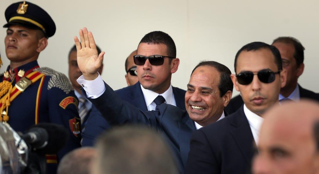 السيسي يهنئ المصريين بتحرير سيناء.. والإخوان: اليوم الاسترداد الحقيقي لمصر