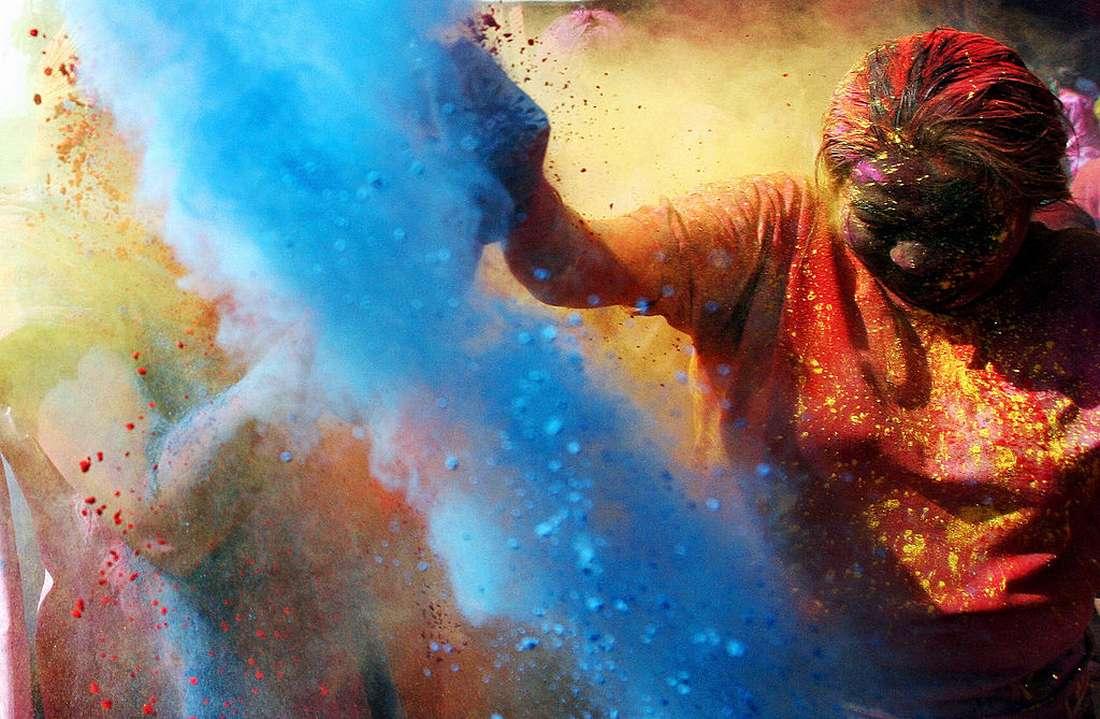 ضجة في الجزائر بعد احتفال مئات الطلبة بمهرجان الألوان الهندوسي