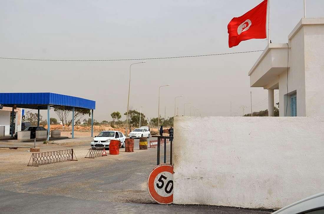 احتجاجات عنيفة على الحدود التونسية-الليبية للمطالبة بإعادة فتح معبر