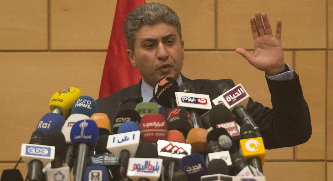 """وزير الطيران المصري: لا نستبعد أي فرضية حول الطائرة """"MS 804"""".. واحتمال الإرهاب أقوى من العطل الفني"""
