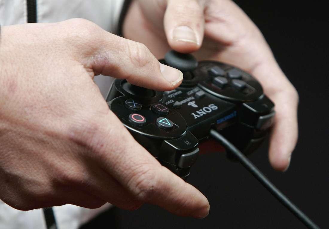 """مغاربة يوّقعون عريضة تندّد بـ""""إيقاف"""" شركة اتصال لألعاب الانترنت"""