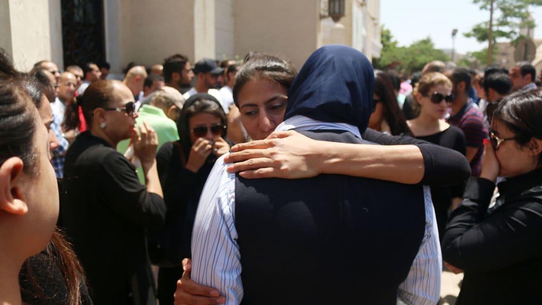 مصدر لـCNN: السلطات طلبت DNA من عائلة أحد ضحايا الطائرة المصرية وجدل حول حقيقة الدقيقة الأخيرة