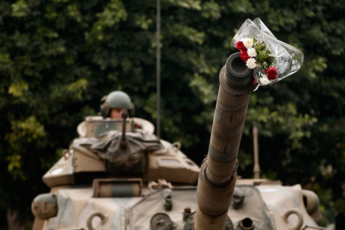 تونس تخطط لتعميم الخدمة العسكرية الإجبارية على النساء