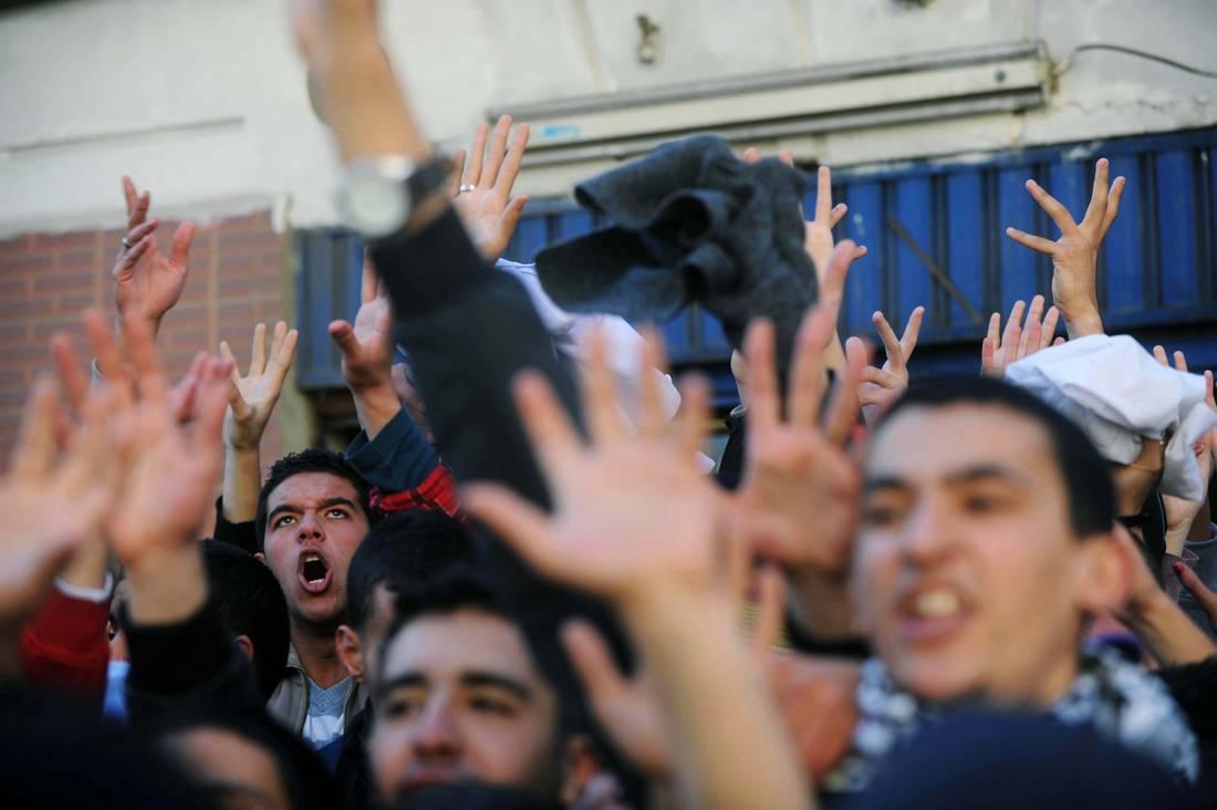رغم قطع انترنت الجوال.. اختبارات الثانوية العامة في الجزائر تتعرّض للتسريب