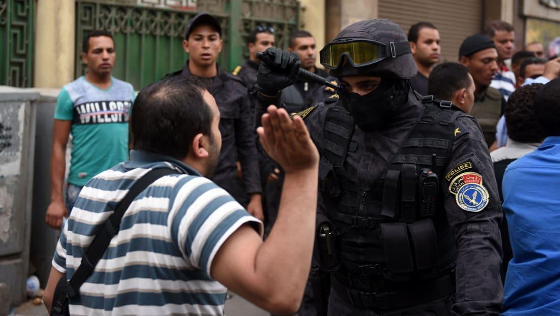 """عمرو حمزاوي يكتب عن قضايا الحقوق والحريات في مصر: يستحيل إنكار """"الانتهاكات"""" إلى ما لا نهاية"""