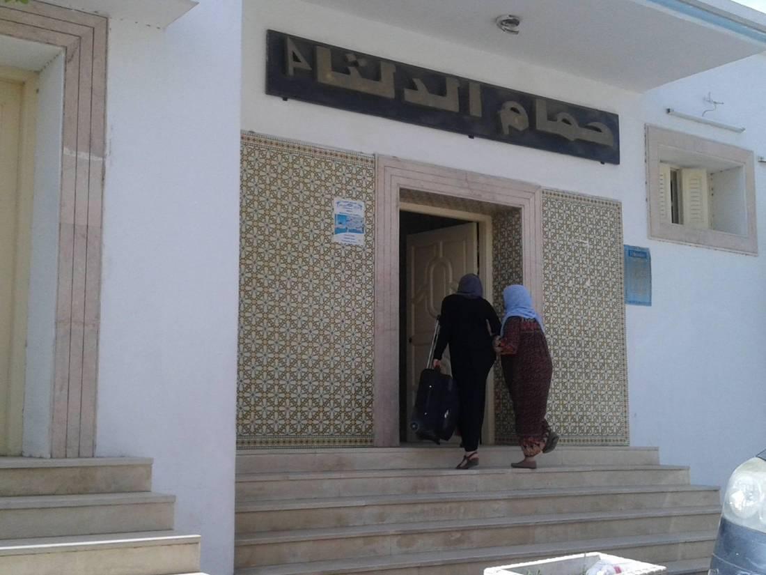 الذهاب إلى الحمّامات الشعبية يومًا قبل رمضان.. تقليد قديم في تونس لم تهزمه الحداثة