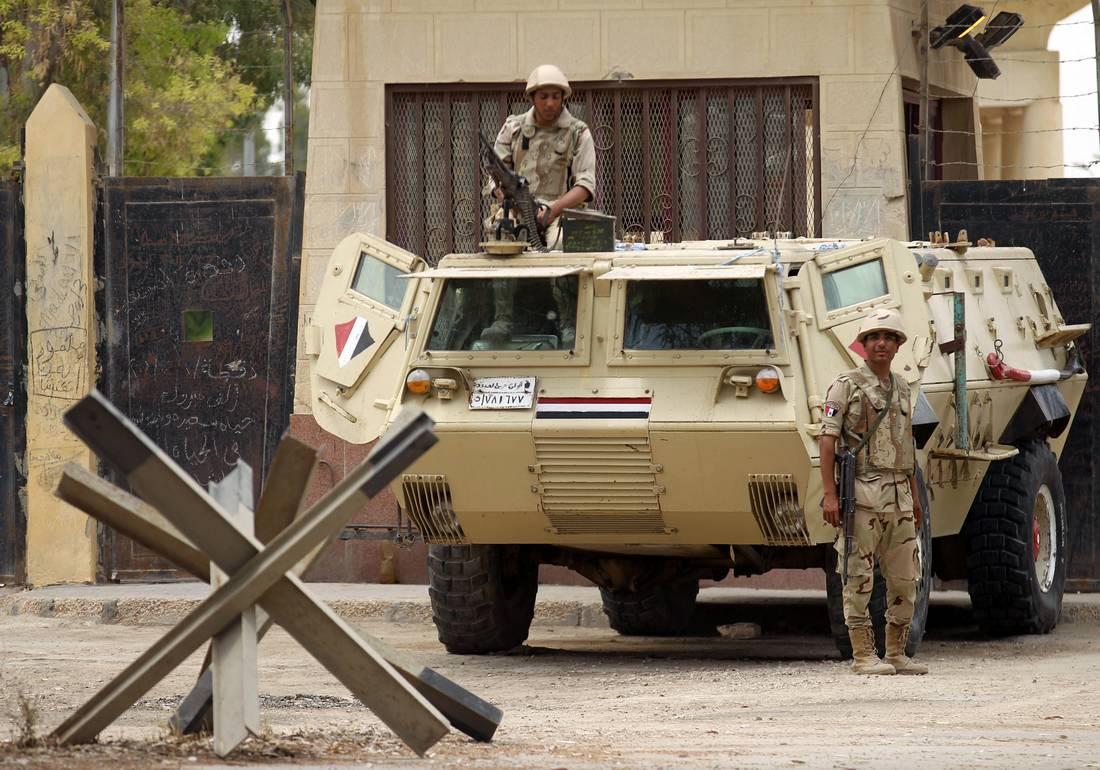 الجيش المصري: مقتل ستة جنود وعدة مهرّبين مسلّحين في اشتباكات على الحدود مع ليبيا