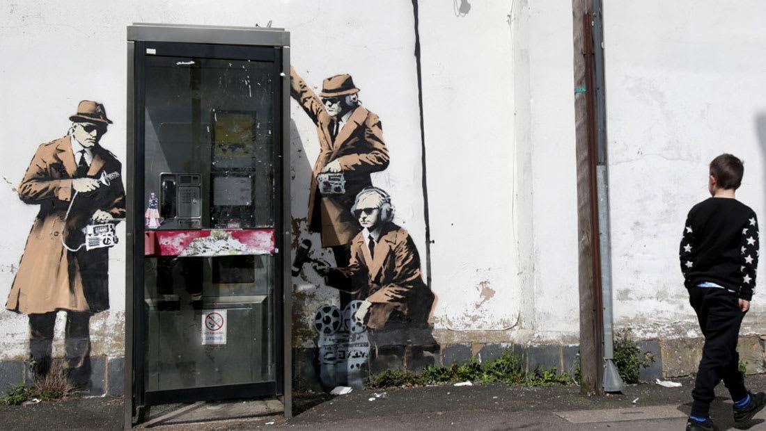"""لماذا دُمرت أشهر جدارية لبانكسي عن """"التجسس""""؟"""