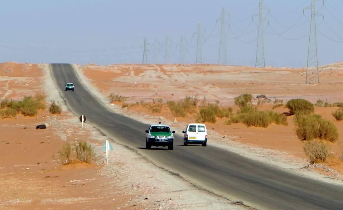 الجزائر تبدأ في تشييد جدار عازل على حدودها مع ليبيا وتونس