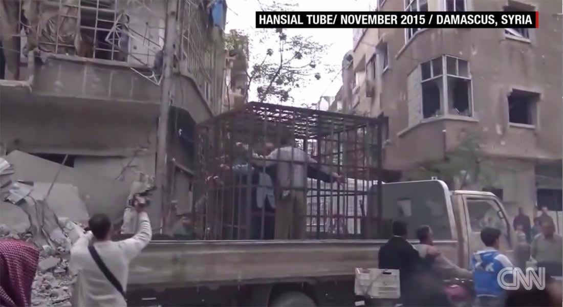 المسلط لـCNN: جيش الإسلام معتدل ومحتجز الأسرى بأقفاص مجهول