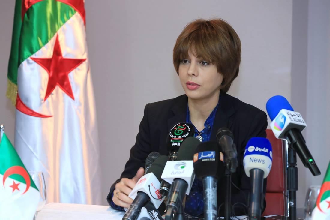 وزيرة البريد بالجزائر: الخطر الأكبر يأتي من المواقع الاجتماعية وليس الإباحية