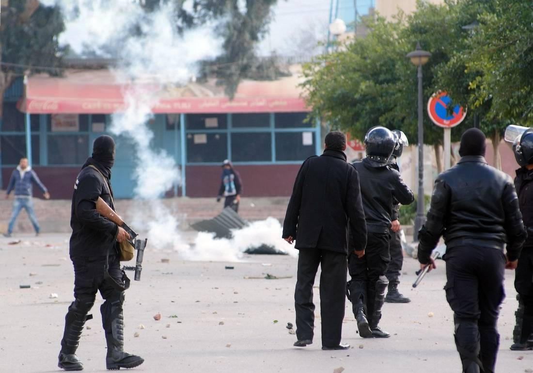 المفتي العام في تونس: اتركوا الاحتجاج العشوائي وأقبلوا على العمل والدراسة