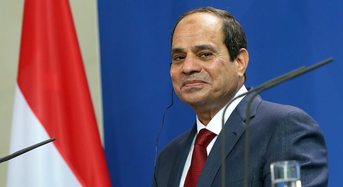 السيسي يأمر بتعديل وزيادة الرسوم على المصريين العاملين بالخارج