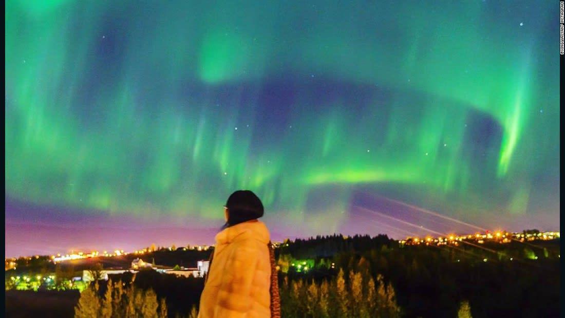 شاهد.. أيسلندا تغوص في الظلام للاحتفال بأضواء الشمال