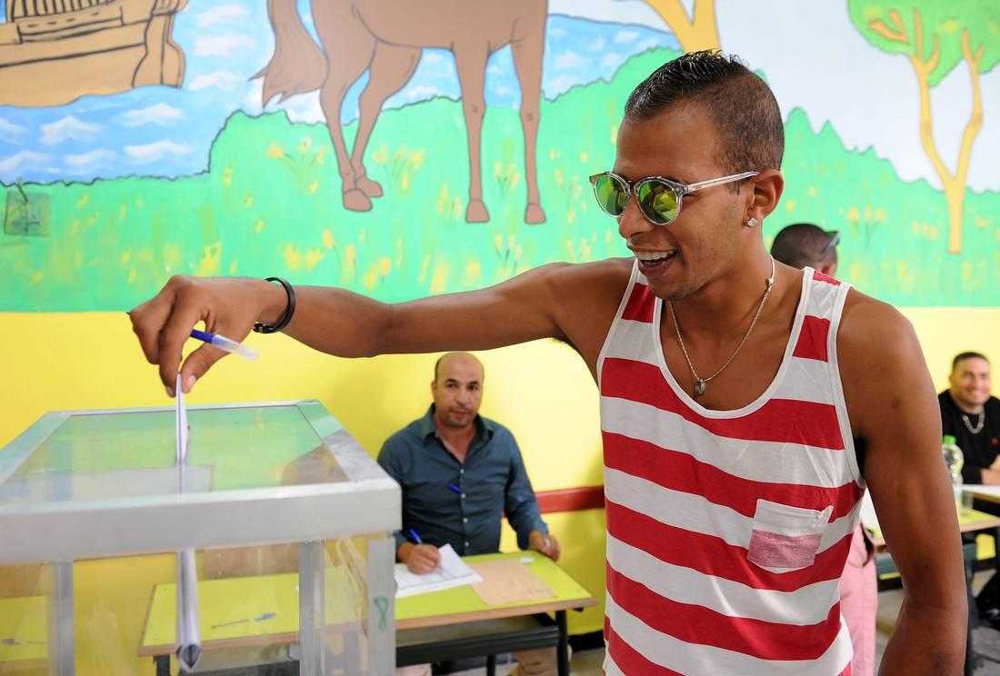 في يوم الاقتراع بالانتخابات المغربية.. تبادل اتهامات بارتكاب مخالفات قانونية