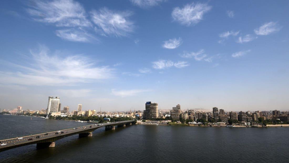عمرو عادلي يكتب عن مصر والعزلة المجيدة