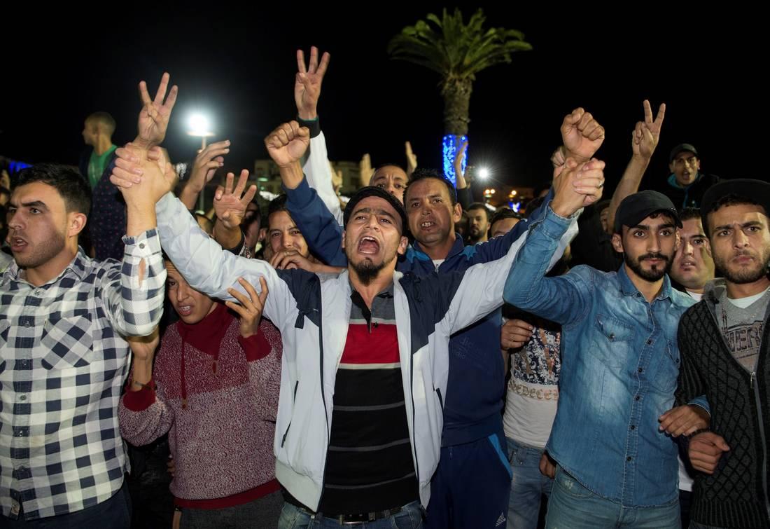 """حزب مغربي يجمّد عضوية برلمانية بسبب تدوينة عن """"أوباش"""" الريف"""