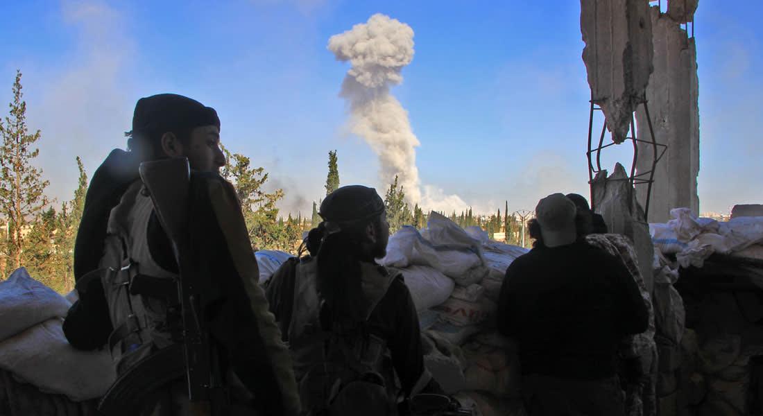 المرصد: قصف مكثف للنظام غرب حلب والاشتباكات بوتيرة أقل في منيان