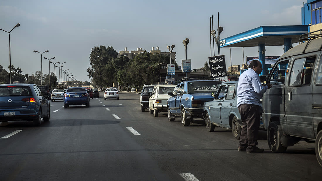 خبراء: قرارات إصلاح الاقتصاد المصري لا مفر منها لكنها تزيد معاناة المواطنين