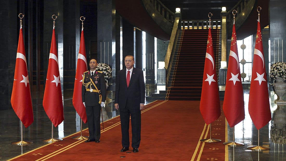 """أردوغان يدعو إلى إخلاء سبيل مرسي ورفاقه.. وينتقد """"فرش السجاد الأحمر للانقلابيين"""""""